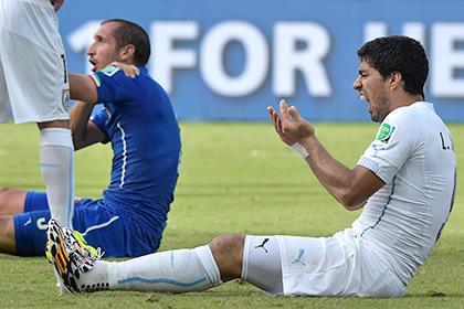 Укушенный Суаресом футболист попросил смягчить ему наказание