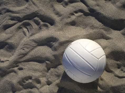 Смоляне выиграли домашний турнир по пляжному волейболу