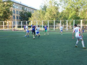 Мэр Смоленска, гонявший мяч на турнире дворовых команд, наградит победителей
