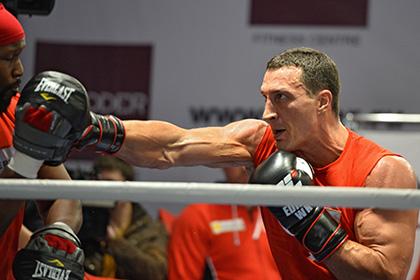 Владимир Кличко поможет украинской армии своими боксерскими перчатками