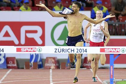 Французского легкоатлета лишили золотой медали из-за голого торса