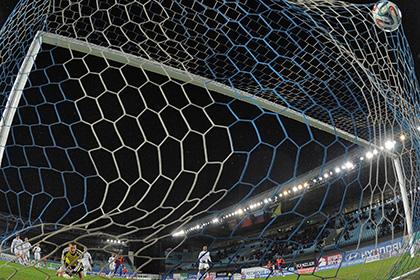 УЕФА и ФИФА отложили решение по крымскими клубам до октября