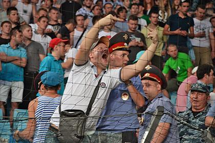 Фанатскую трибуну «Торпедо» дисквалифицировали за поведение болельщиков