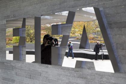 Подозреваемого в коррупции чиновника ФИФА отстранили от должности