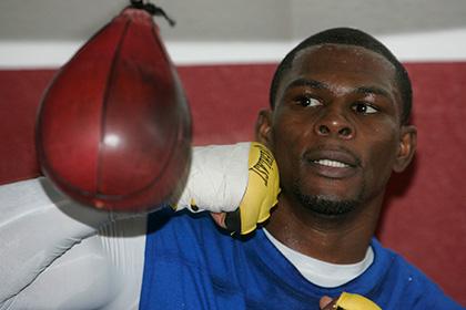 Чемпиона мира по боксу арестовали по подозрению в вооруженном нападении