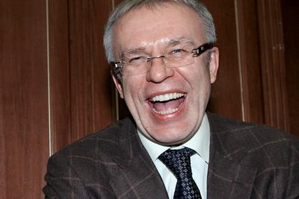 Фетисов предложил забирать у спортсменов подаренные квартиры и машины за допинг