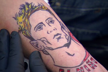Бывший игрок «Челси» сделал татуировку с Торресом после проигранного спора