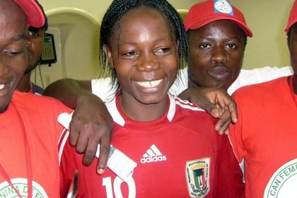 Африканскую футболистку заставили обнажиться для уточнения пола