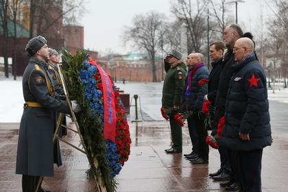 Спортсмены ЦСКА возложили цветы к могиле Неизвестного солдата