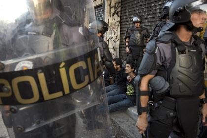 Полиция Бразилии задержала более 40 человек после драки футбольных фанатов