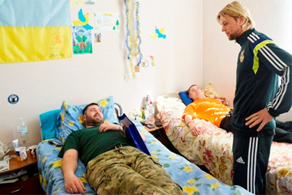 Футболист «Зенита» навестил солдат украинской армии