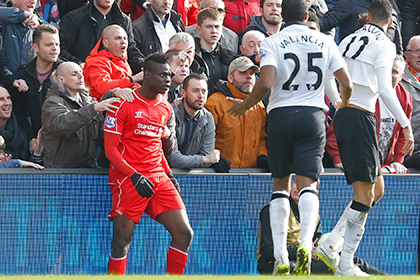 Фанаты помешали футболисту «Ливерпуля» броситься на соперника