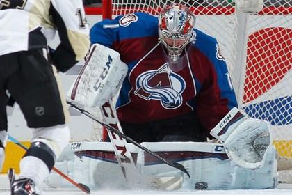 Голкипера Варламова признали первой звездой дня в НХЛ