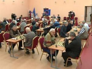 Смоленские пенсионеры приняли участие в турнире по быстрым шахматам