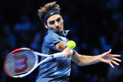 В Париже фанат выбежал на корт ради селфи с Федерером