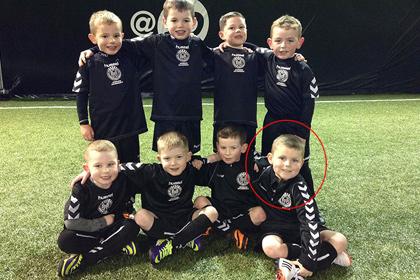 Игроком года шотландского клуба признали шестилетнего больного раком мальчика