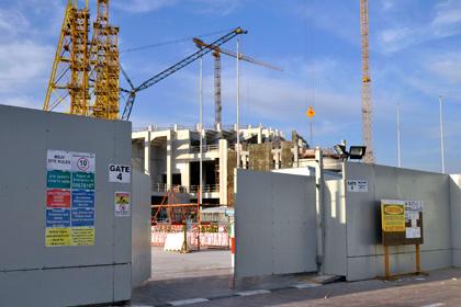 На стройках объектов ЧМ-2022 в Катаре за год погибли свыше 400 мигрантов