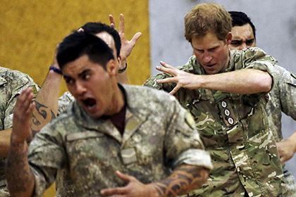 Принц Гарри исполнил устрашающий танец новозеландских регбистов