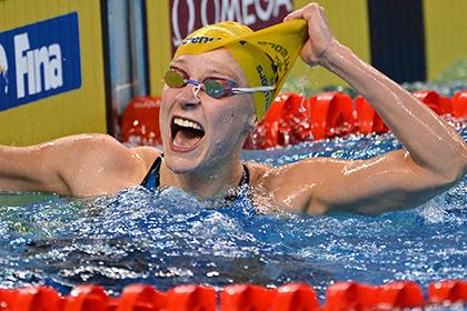 Шведская пловчиха дважды обновила мировой рекорд на ЧМ в Казани