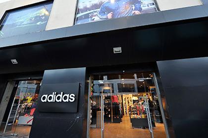 Adidas обвинили в сексизме из-за выреза на футболках