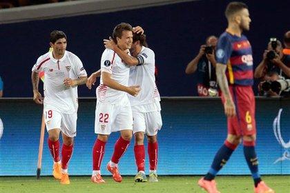 Украинец Коноплянка забил дебютный гол за «Севилью» в ворота «Барселоны»