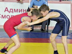 Смоленск принял окружное первенство по вольной борьбе