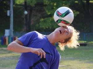 Смолянам дали мастер-класс по футбольному фристайлу чемпионы России