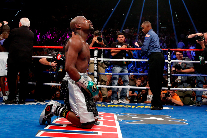 Мэйуэзер выиграл последний бой в карьере и остался непобежденным