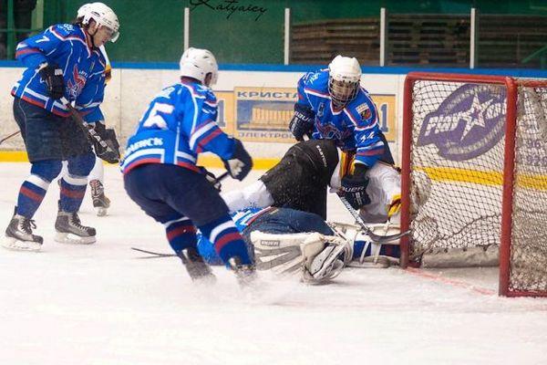В Смоленске «Славутич» обыграл саратовских хоккеистов