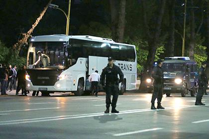 В Албании забросали камнями автобус с футболистами сборной Сербии