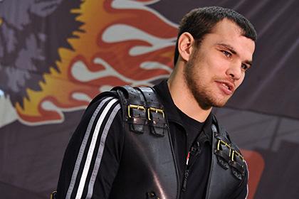 Чудинов во втором раунде нокаутировал Хузеева