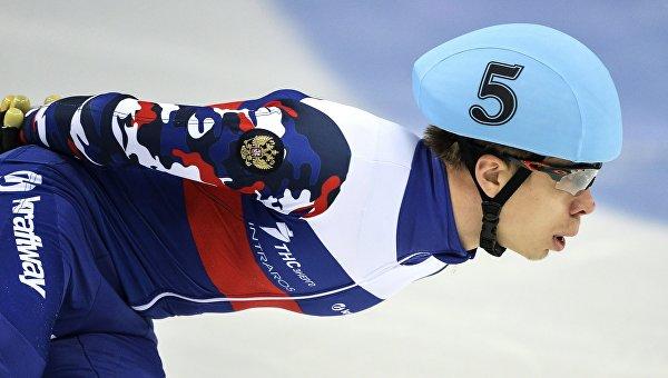 Елистратов выиграл общий зачет КМ по шорт-треку на дистанции 1000 м