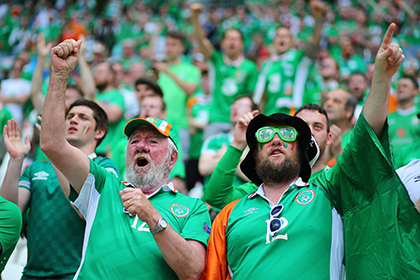 Ирландским фанатам вручили медаль за образцовое поведение на Евро-2016