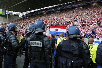 Хулиганы напали на лидера хорватской футбольной сборной