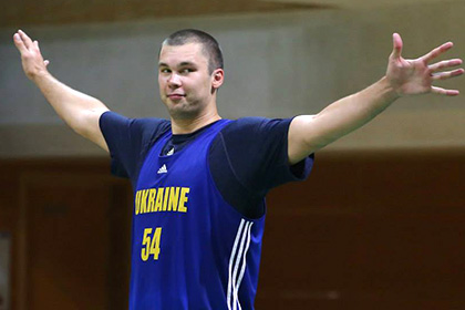 Капитан сборной Украины по баскетболу пожаловался на свинское отношение