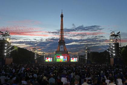 После окончания финального футбольного матча в Париже начались беспорядки