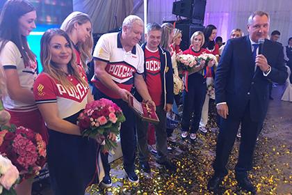 Рогозин вручил Трефилову адмиральский кортик