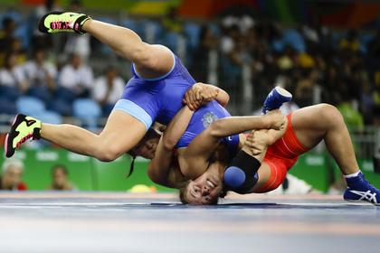Россиянка Коблова завоевала серебро ОИ в вольной борьбе