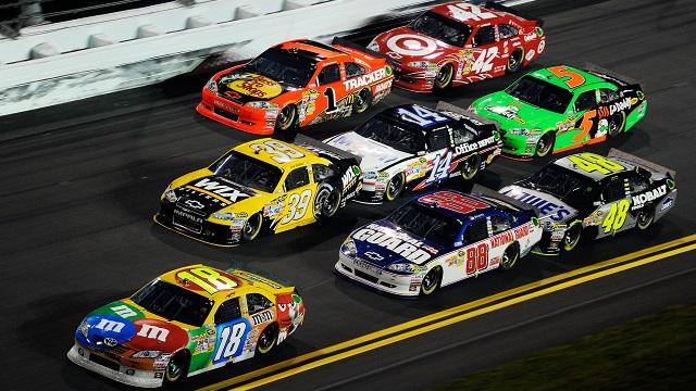 Гонка серии NASCAR завершилась дракой пилотов