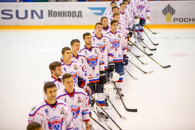 Смоленский «Славутич» заявил для участия в первенстве 11 хоккеистов