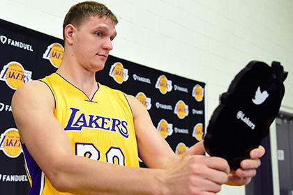 Россиянин Мозгов набрал шесть очков в дебютном матче за «Лос-Анджелес Лейкерс»