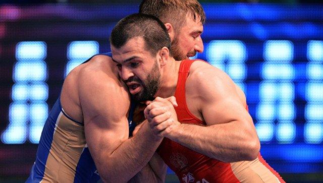 Борец греко-римского стиля Абачараев выиграл золото ЧМ в неолимпийском весе