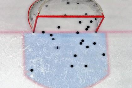 Болельщицу госпитализировали после попадания шайбы в лицо на матче КХЛ