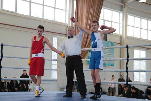 В Смоленске померились силами любители бокса