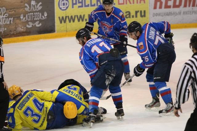 Смоленский «Славутич» пропустил восемь шайб от «Челнов»