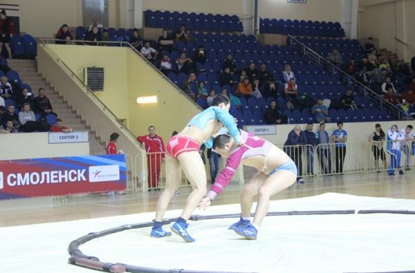 Более 400 сумоистов приняли участие в чемпионате в Смоленске