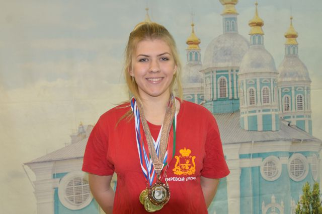 Смолянка завоевала «золото» в межрегиональных соревнованиях по гиревому спорту