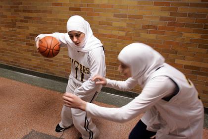 Международная федерация баскетбола разрешила играть в хиджабах
