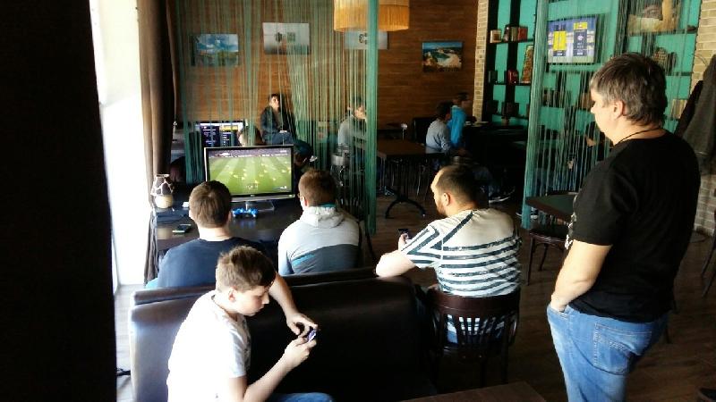В Смоленске набирают популярность соревнования по киберфутболу