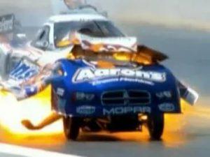 Гоночный автомобиль взорвался на скорости свыше 500 километров в час